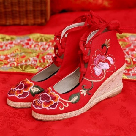 New Arrival Chinese Traditional Vintage Flower Embroidery Wedding Wedges